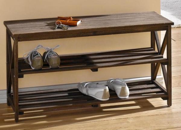 Преимущества деревянной подставки под обувь в том, что она достаточно практична и удобная в использовании