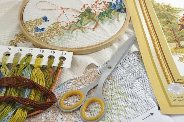 Перед началом вышивки следует запастись необходимым материалом