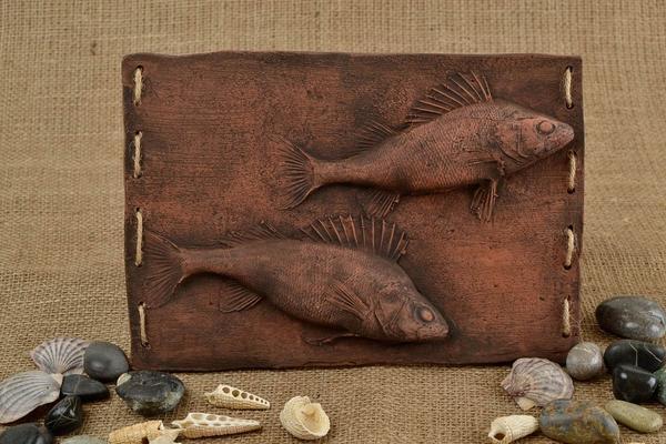 Глина — самый доступный и распространенный материал для декоративных панно