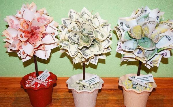 Если речь идет о подарке ручной работы в честь солидного повода, то лучше использовать настоящие монеты и банкноты