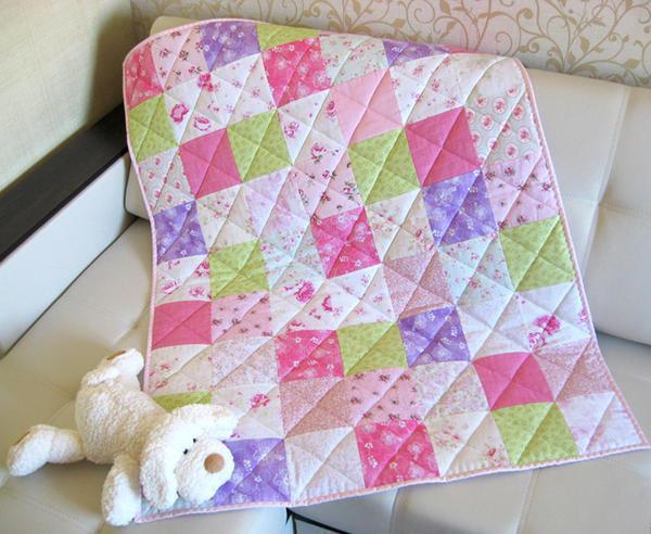 """Техника пошива лоскутных одеял """"Шахматка"""" считается наиболее распространенной среди рукодельниц"""