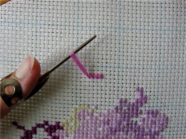 Вышивать крестом и создавать красивые картины может даже новичок, главное запастись терпением и изучить простую технологию вышивания