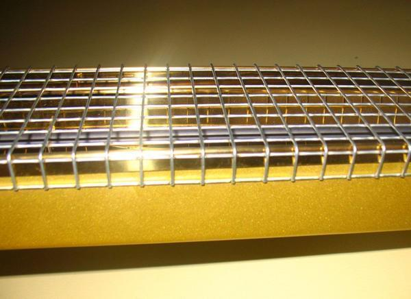 Для отопления и освещения теплицы подойдут инфракрасные лампы