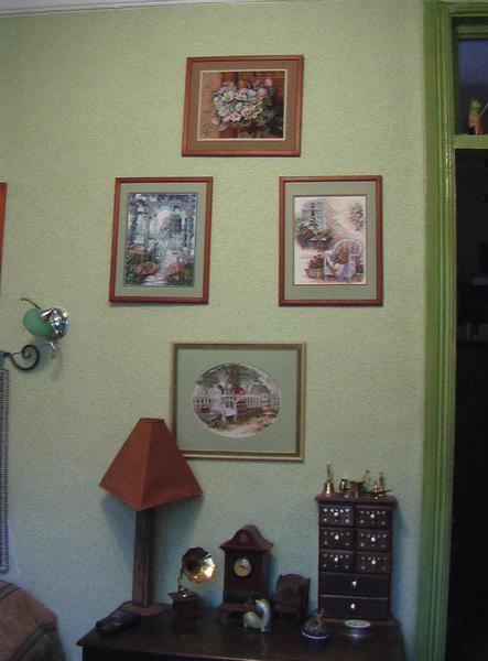 Для квартиры идеально будет сделать несколько картин вышитых крестиком