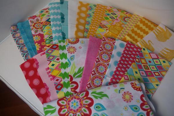 Для изготовления одеяла в стиле пэчворк для маленького ребенка подойдут мягкие натуральные ткани: бязь, лен или сатин