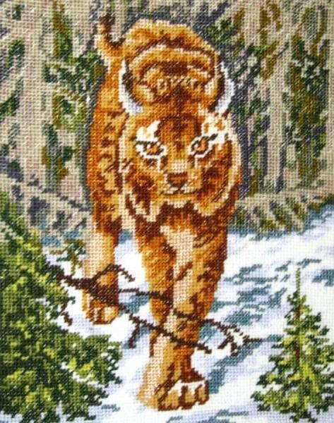"""Отечественная фирма """"Искусница"""" продает наборы для вышивания с птицами, зверьми и пейзажами леса"""
