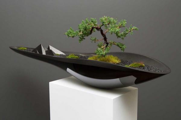 Горшок для бонсай должен быть не только ярким и уникальным, но и удобным для самого дерева