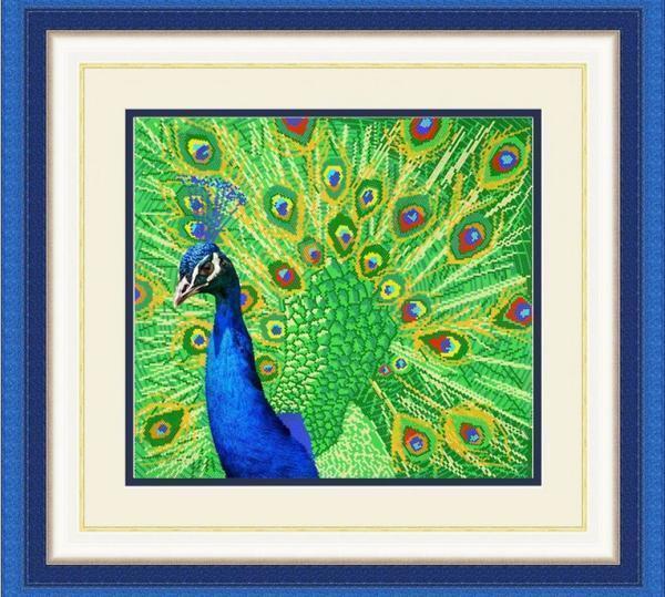 Картина с изображением павлина, выполненная в технике вышивки крестом, всегда будет радовать глаз своей красотой и яркими красками