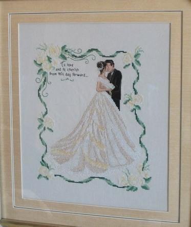 Свадебную метрику можно вышить не только для себя, но и в качестве подарка молодоженам