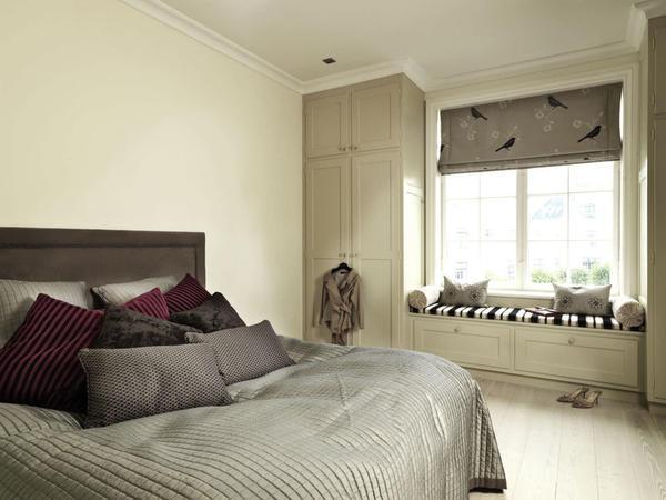 При оформлении спальни необходимо обращать внимание даже на маленькие детали интерьера, для того чтобы сделать атмосферу в комнате домашней и незабываемой