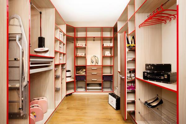 Владельцем индивидуальных частных домов предоставляется больше возможностей для оборудования гардеробной