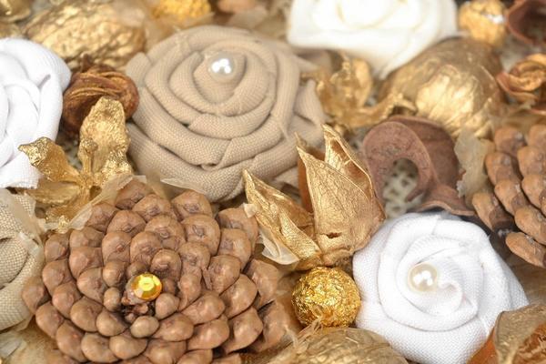 Панно из шишек — знакомая с детства техника изготовления поделок