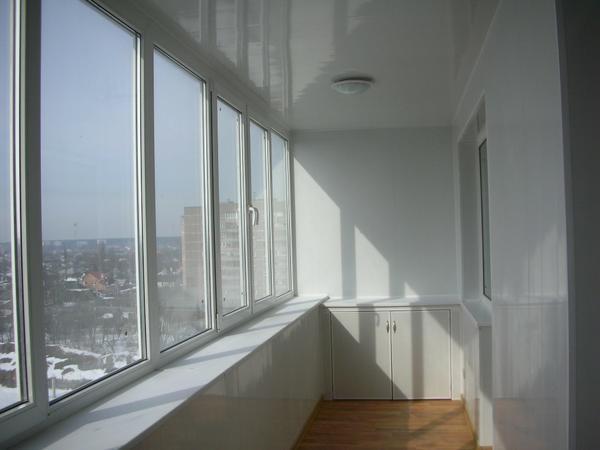 Для того чтобы пластиковые двери и окна на балконе были меньше подвержены различным неполадкам, за ними необходимо тщательно ухаживать