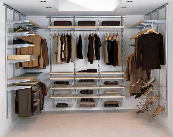 Следует заранее ознакомиться с видами гардеробных и выбрать подходящую именно вам