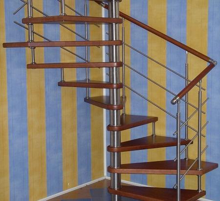 Винтовая лестница отлично смотрится в любом интерьере вне зависимости от его стиля