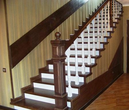 Покрасив лестницу, можно <em>как покрасить деревянную лестницу на второй этаж своими руками</em> существенно продлить срок ее службы