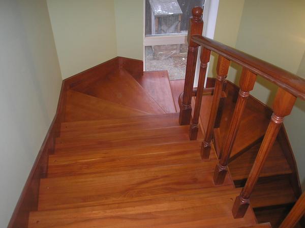 При покупке <u>деревянную</u> краски стоит попросить у продавца сертификат, подтверждающий ее качество