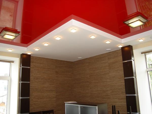 Стильный и яркий натяжной потолок украсит помещение, органично дополняя его интерьер